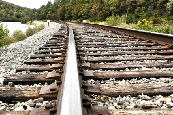 На Прикарпатті п'яний пасажир на ходу випав з поїзда