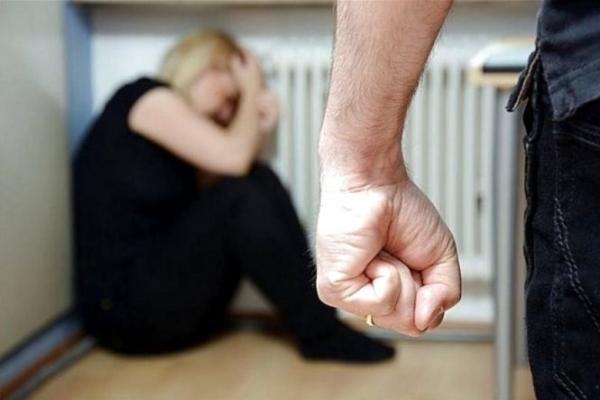 Жахливий випадок на Прикарпатті: чоловік жорстоко побив колишню дружину і намагався її задушити