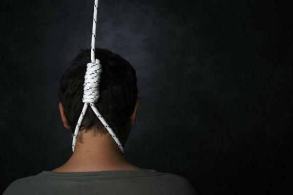 Самогубство на Прикарпатті: пенсіонер повісився у власному господарстві