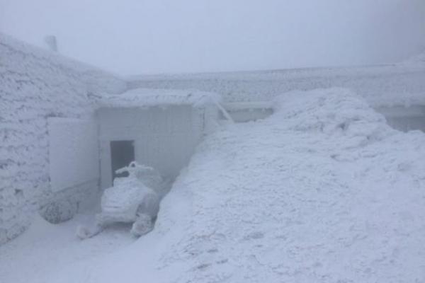 Гору Піп Іван замело снігом: опубліковано вражаючі фото