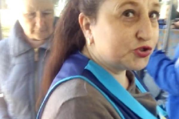 У Франківську кондуктор виштовхнула дитину з тролейбуса, бо у тої був прострочений квиток (Фото)