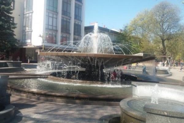 В Івано-Франківську після зиової перерви запрацювали фонтани
