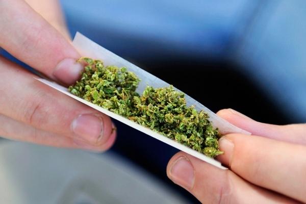 У Франківську затримали чернівчанина з 26 згортками марихуани