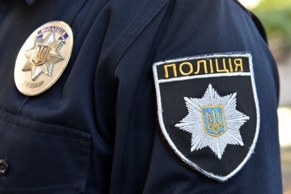 На Косівщині у 60-річної жінки з рук вирвали сумочку
