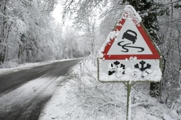 Зима повертається: на Верховинщині випав сніг (Відео)