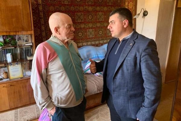 91-річний ветеран війни з Калущини перепливає Дністер (Фото)