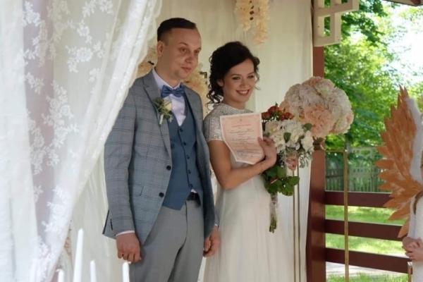 У Франківську діти провели весільну церемонію у японській альтанці