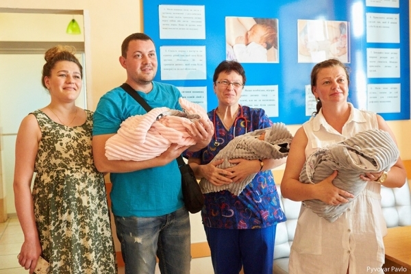Потрійне щастя: франківчанка народила двох хлопчиків та дівчинку (Фото)