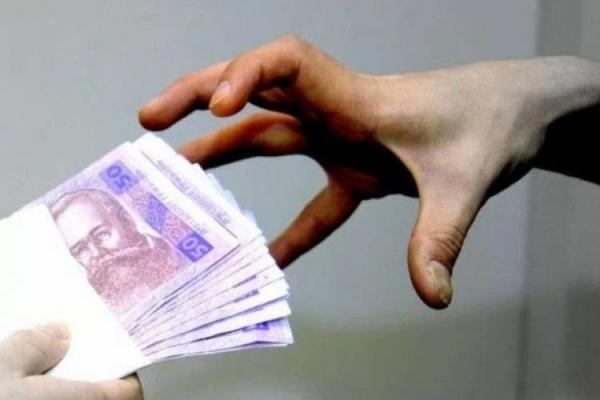 Шахраї «видурили» у франківця 200 євро і 400 доларів під приводом виготовлення візи