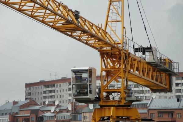 На Прикарпатті рятувальники зняли жінку з 20-метрового крана