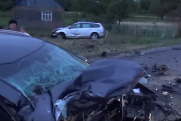 На Долинщині у лобовому ДТП загинуло двоє дітей (Відео)