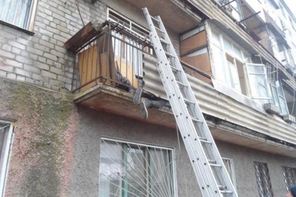 Рятувальники визволили з «балконного» полону двох калушан