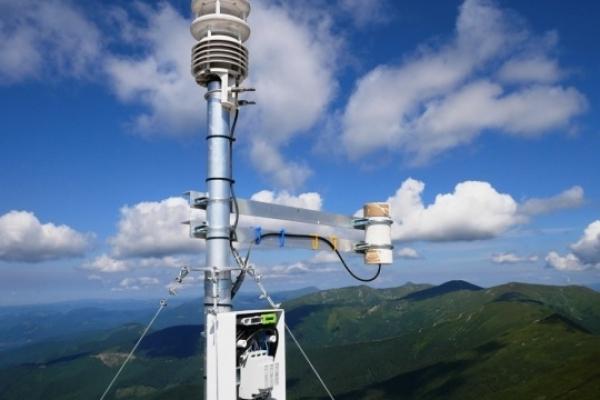 На даху обсерваторії на горі Піп Іван встановили смартдатчик погоди