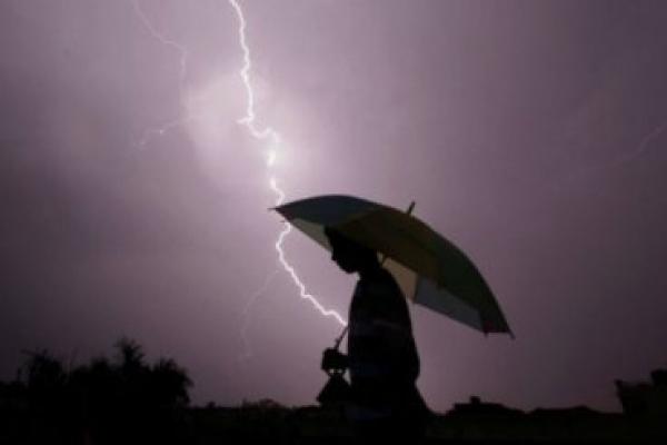 На Прикарпатті жінка отримала опіки від розряду блискавки