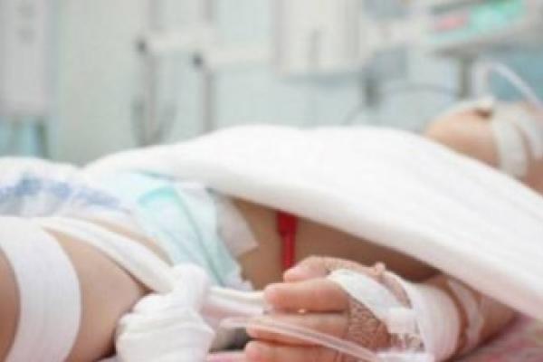Нещасний випадок на Прикарпатті: маленький хлопчик перевернув на себе гарячу олію