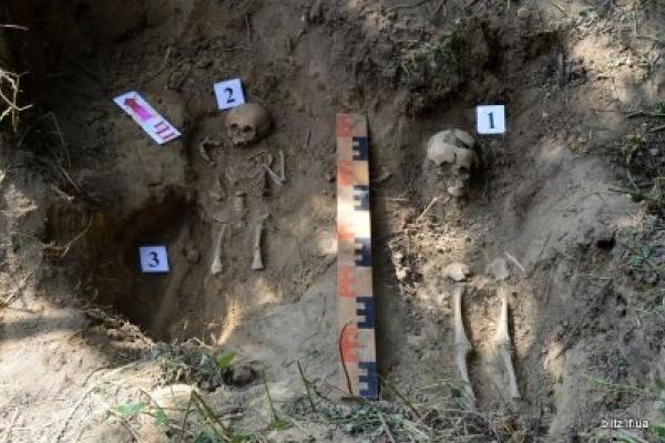 Катували навіть дітей: знайшли поховання жертв НКВС (Фото)