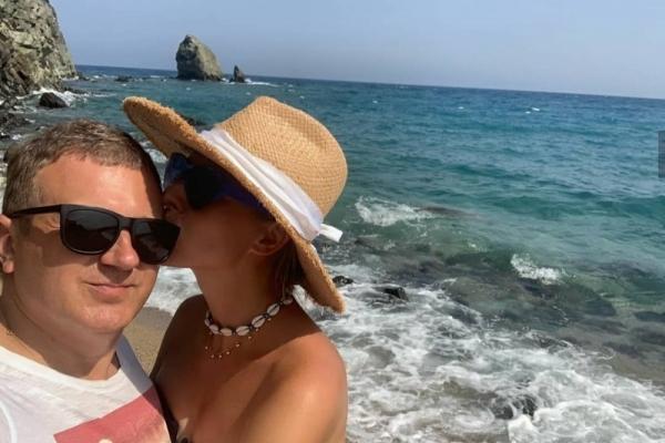Відомий франківець Юрій Горбунов показав, як ніжиться на сонечку з дружиною (Фото)