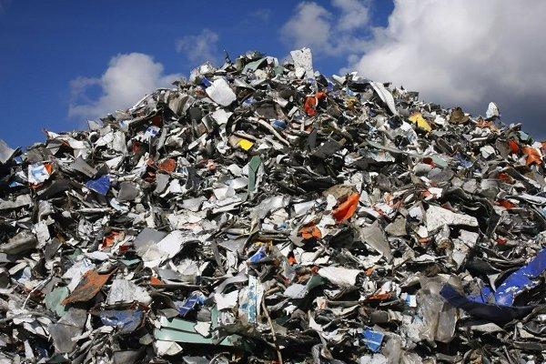 На Долинщині селяни за гроші закопували у себе на городі сміття зі Львова (Відео)