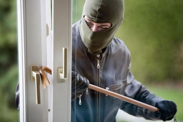 Поліцейські розшукують зловмисників, які викрали у калушанина 35 000 гривень