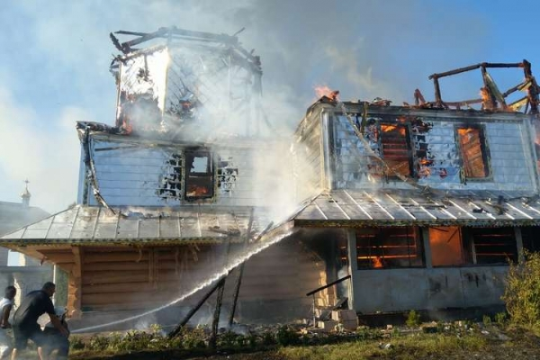 На Прикарпатті згоріла 135-літня церква