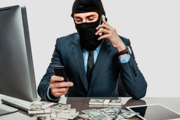 На мешканку Калущини шахраї оформили кредит через інтернет