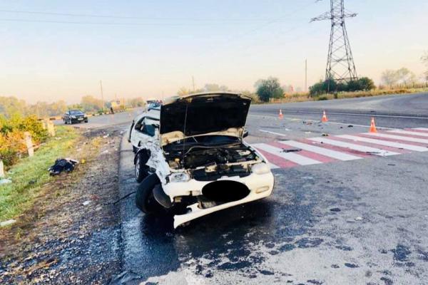 На Коломийщині зіткнулись вантажівка і легковик. Загинула жінка (Фото)