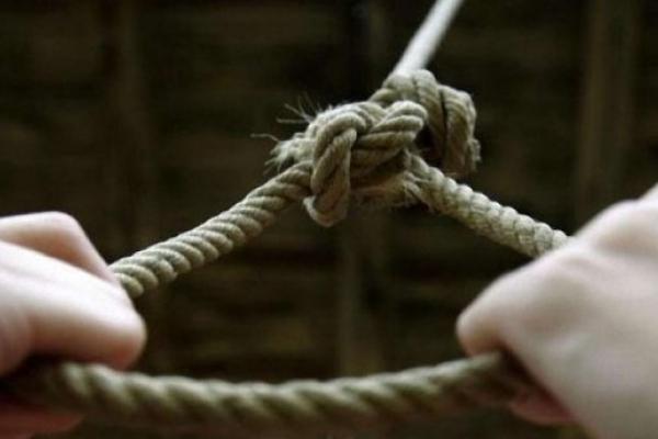 На Прикарпатті чоловік вчинив самогубство у власному господарстві