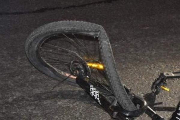 На Надвірнянщині під колесами авто загинув велосипедист