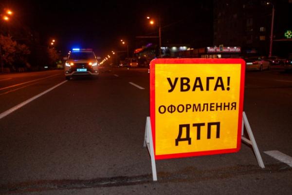 На Коломийщині п'яний чоловік переходив дорогу навпростець і потрапив під колеса авто