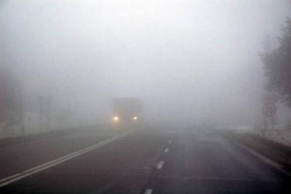 На Прикарпатті автівка через туман злетіла в кювет