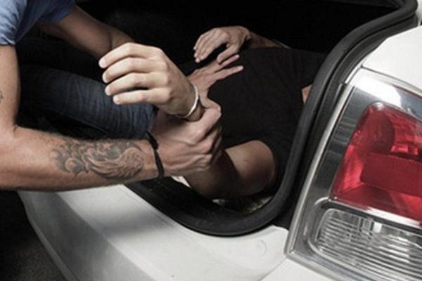 На Прикарпатті судитимуть чотирьох підозрюваних у викраденні чоловіка, ще трьох шукають