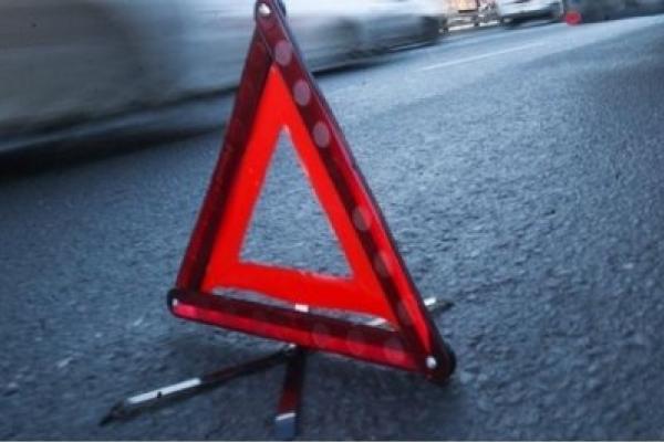 У Тлумачі скутер влетів у відчинену дверку авто: Двоє людей у лікарні