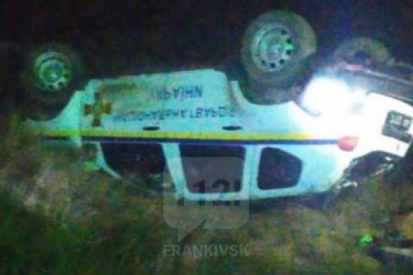 На Тисмениччині потяг протаранив авто нацгвардії. Троє людей в лікарні