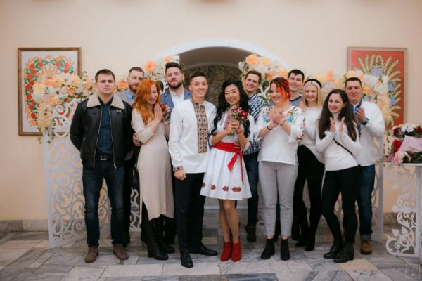 В Івано-Франківську одружилась українсько-китайська пара (Фото)