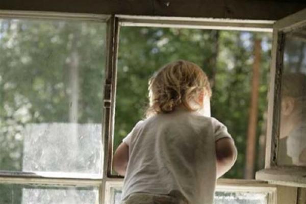 У Коломиї дитина опинилась замкнена в квартирі