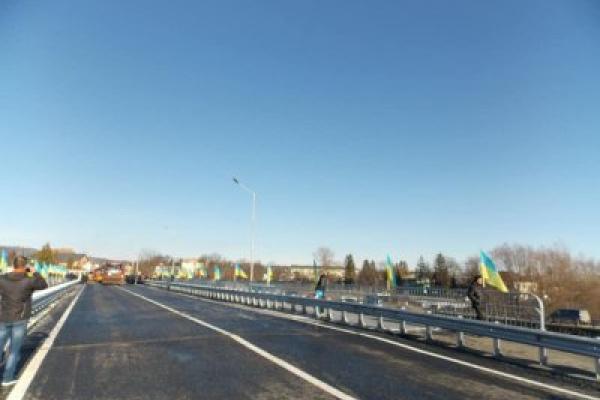 У Косові відкрили міст, який зруйнувала повінь 2008 року