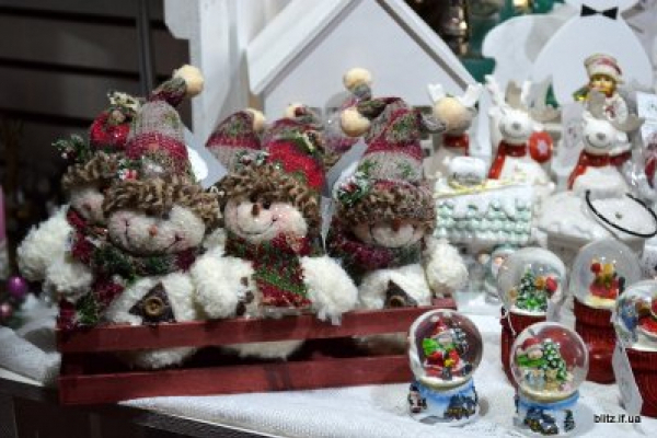 У Франківську урочисто відкрився різдвяно-новорічний ярмарок (Відео)