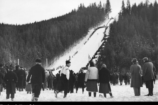 У мережі з'явились неймовірні світлини спортивної Ворохти взимку в 30-роках минулого століття (Фото)