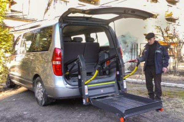 Як викликати і хто може користуватись соціальним таксі у Франківську