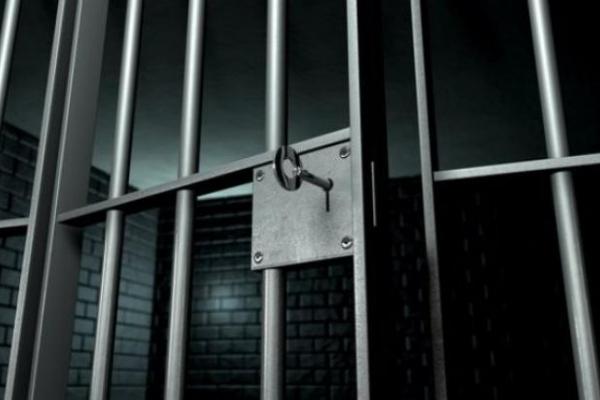 Прикарпатця засудили за побиття правоохоронця у відділенні поліції