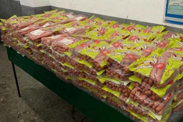 Прикарпатку, яка контрабандою хотіла перевезти більше 500 кілограмів сиру та сосисок, спіймали на кордоні (Фото)