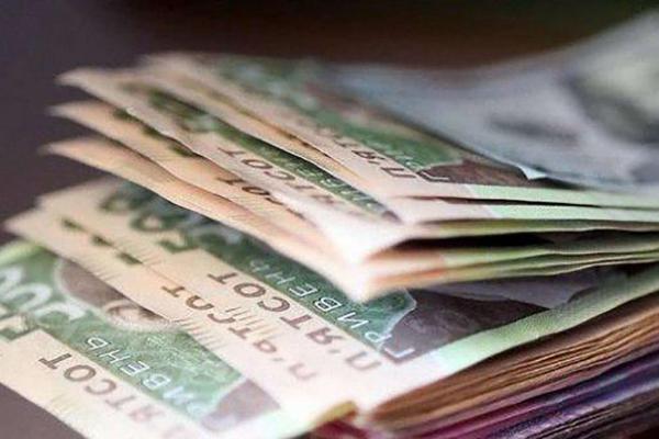 Стало відомо, яка заробітна плата у штатних працівників на Прикарпатті