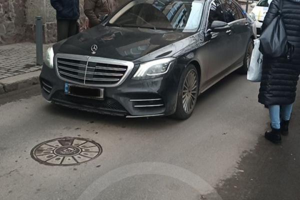 У Франківську п'яний водій заснув за кермом і заблокував дорогу