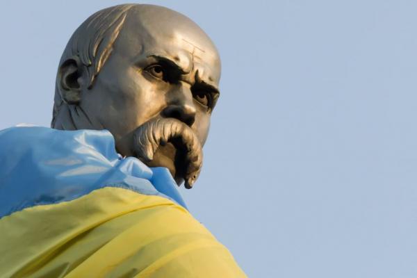 У Татарові поцупили квіти, покладені до пам'ятника Шевченку