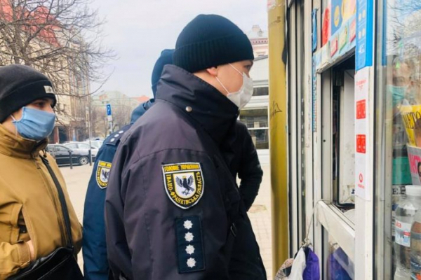Прикарпатські поліцейські посилюють заходи безпеки в умовах надзвичайної ситуації (Фото)