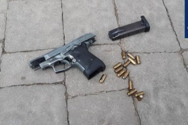 У Франківську поліція зупинили п'яного водія, який мав при собі наркотики та пістолет