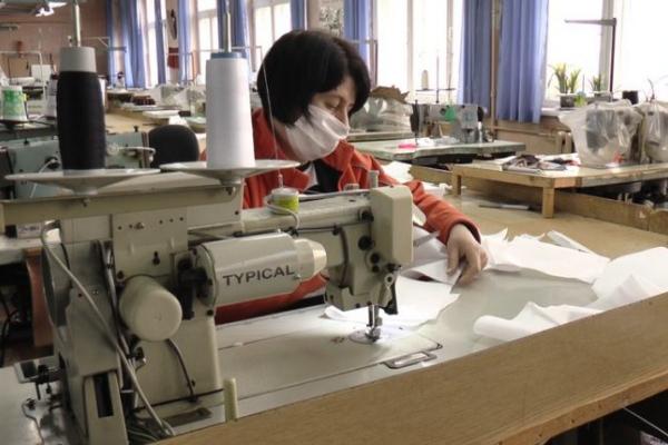 До 8000 медичних масок за день виготовляють у Франківську люди з інвалідністю