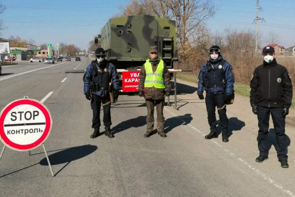 На в'їздах до Івано-Франківська через блок-пости величезні затори