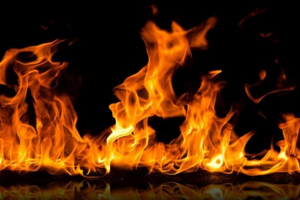 Спалюючи суху траву прикарпатець підпалив стайню зі стодолою