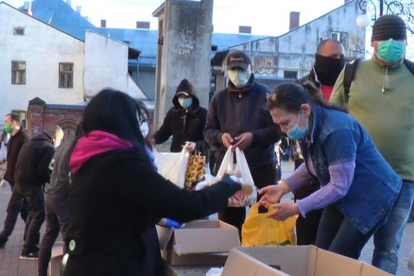 В Івано-Франківську тричі на тиждень безкоштовно годують малозабезпечених
